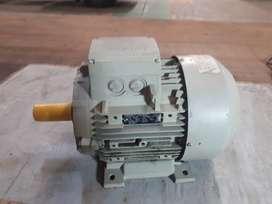 Motor Siemens trifásico 10hp, sin uso. No es nuevo.