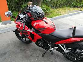 Moto honda CBR 250 color rojo