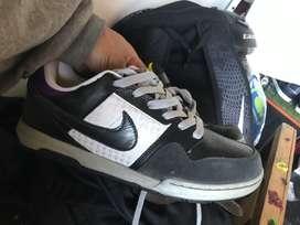 Vendo cambio Nike mogan