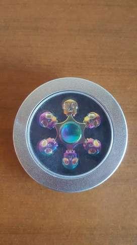 Fidget Spinner de 6 craneos metalizado + su cajita.