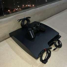Se vende play 3 Slim de 160Gb, control, dos cargadores, y 18 peliculas