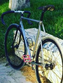 Bicicleta Fixie con repuestos