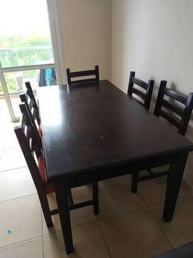 Mesa y sillas para 6 personas