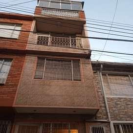 Se arrienda casa de 4 pisos 4 baños 4 habitaciones