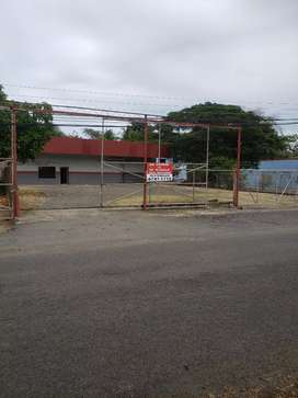 SE VENDE LOCAL COMERCIAL EN CHITRE