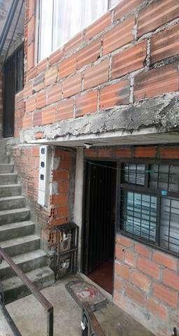 vendo casa de 3 plantas en obra gris