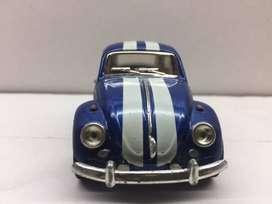 VOLKSWAGEN VW CLASSIC BEETLE 1967   Kinsmart Volkswagen VW Classic Beetle color azul con rayas blancas.