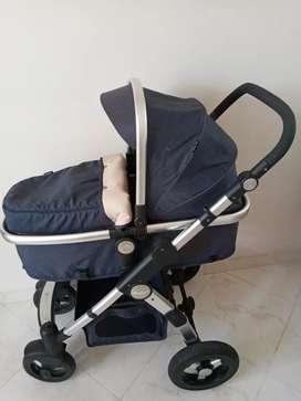 Se vende hermoso coche marca e-baby azul para niño