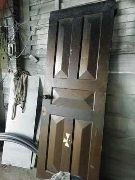 Se vende puerta excelente madera 196x 78