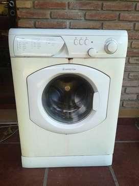 LIQUIDO lavarropas Ariston funcionando.