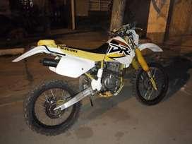 Vendo o Permuto Suzuki Dr 250