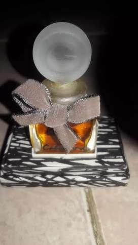 Perfume de mujer con caja
