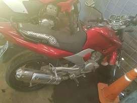 Yamaha 250cc está impecable ,cubiertas nuevas anda todo digna de ver,más fotos o para verla msj watsapp
