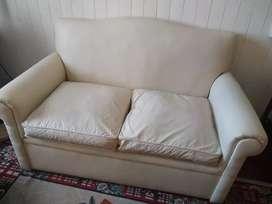 2 sillones de dos cuerpos cada uno...color blanco tiza ecocuero. Muy buen estado.