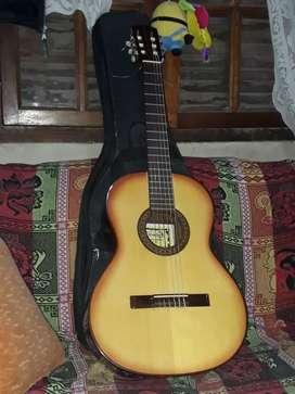 Guitarra clásica  para zurdomarca Gracia modelo c con eq incluido