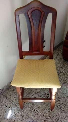 Juego de sillas de algarrobo
