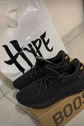 Yeezy black v2 10.5