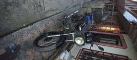 Excelente moto AK NkD 2012