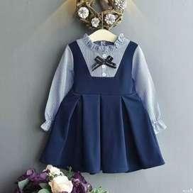 Busco empleo soy diseñadora de moda y tengo un taller se hacer rooa de mujer y ropa de niños etcbusco trabajo interesado