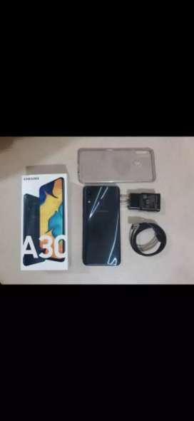vendo Samsung A30 con garantía caja y cargador 3 meses de uso con su  factura