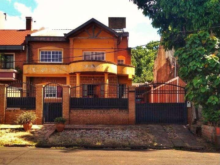 Casa amplia a 3 cuadras del centro