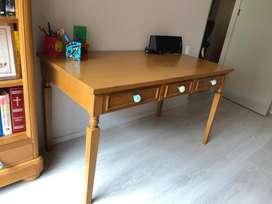 Hermoso escritorio en madera