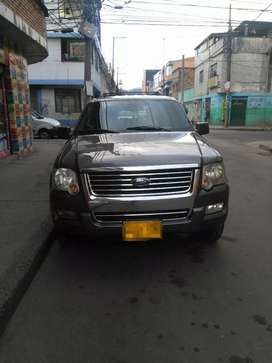 Vendo camioneta Ford Explorer XLT 2007. Precio negociable.