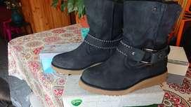 Botas y zapatos N* 39