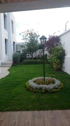 Amplia y remodelada casa en venta en San Isidro 2- Miravalle