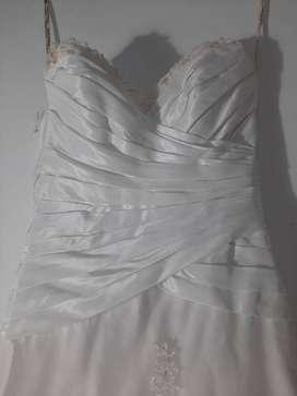Vestido de novia tipo corcel y cola
