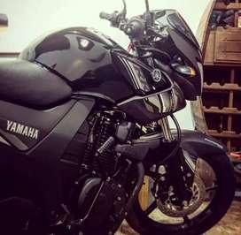 Se vende moto yamaha SZ 150 RR