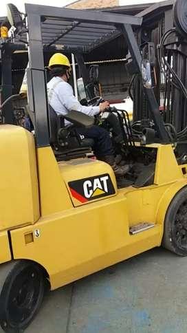 Monta carga CAT capacidad 7 toneladas