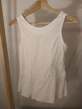 Blusa blanca con cierre en espalda