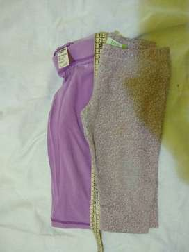 .Calza Oshkosh 12m  violeta +otra con florcitas
