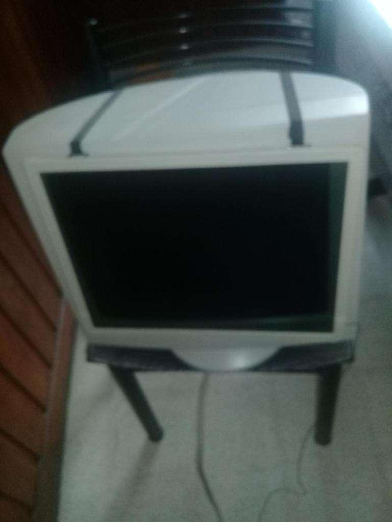 Vendo Monitor Samsung para PC 16 Pulgadas. Con protector de pantalla 0