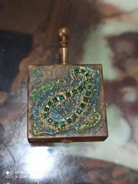 Pastillero en bronce antiguo