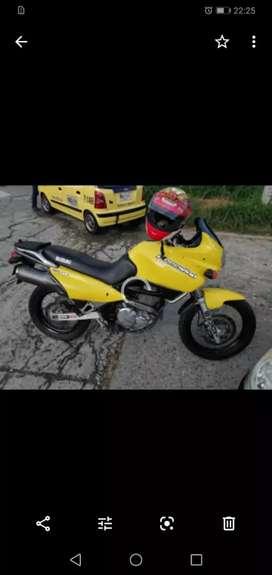 Vendo moto freewind modelo 2004 precio negociable