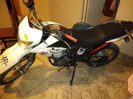 Zr 200 la moto está en buen stado