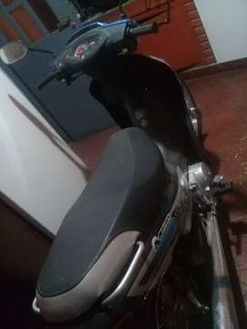 Vendo moto motomel. Impecable