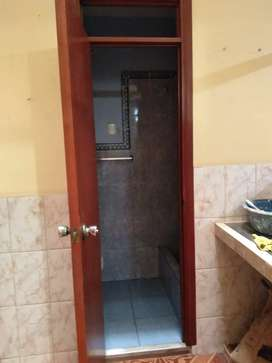 Alquilo habitacion granden con baño propio puerta calle