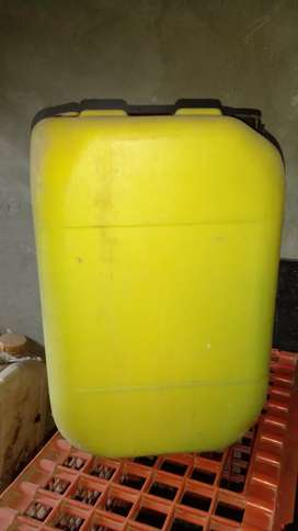 Canecas vacias de 20 litros