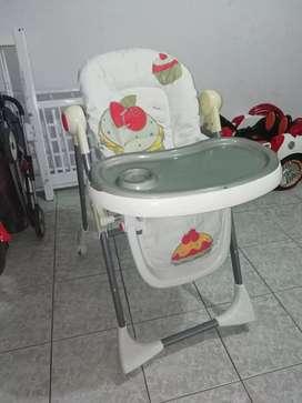 Vendo silla de niño o niña para comer. Excelente estado.