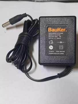 Cargador de taladro inalámbrico blackdecker y Bauker