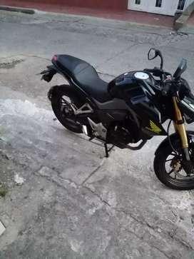 Excelente moto