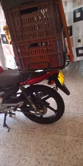 Necesito mensajero moto  de 100 a 125 cc máximo de 22 a 30 años  medio turno para hacer entregas en supermercado
