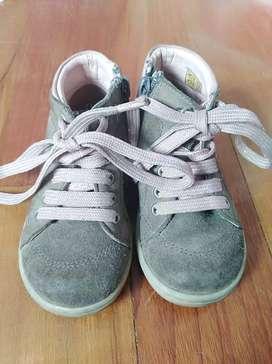 Zapatos para niña talla 23. Hermosos. En perfecto estado