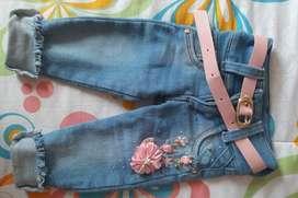 Se vende pantalon para niña talla 4