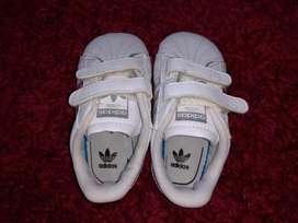 Zapatilla adidas para bebe