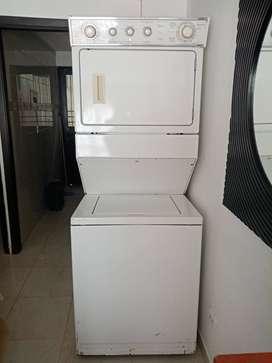 Se vende lavadora con secadora