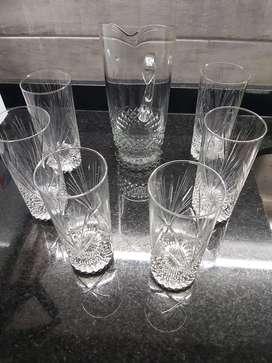 Jarra y 6 vasos altos en cristal tallado